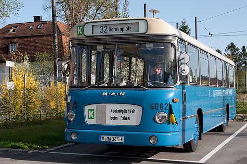 Als Shuttlebus werden stets historische oder besondere Busse eingesetzt, wie der Fahrschul-Metrobus 4002