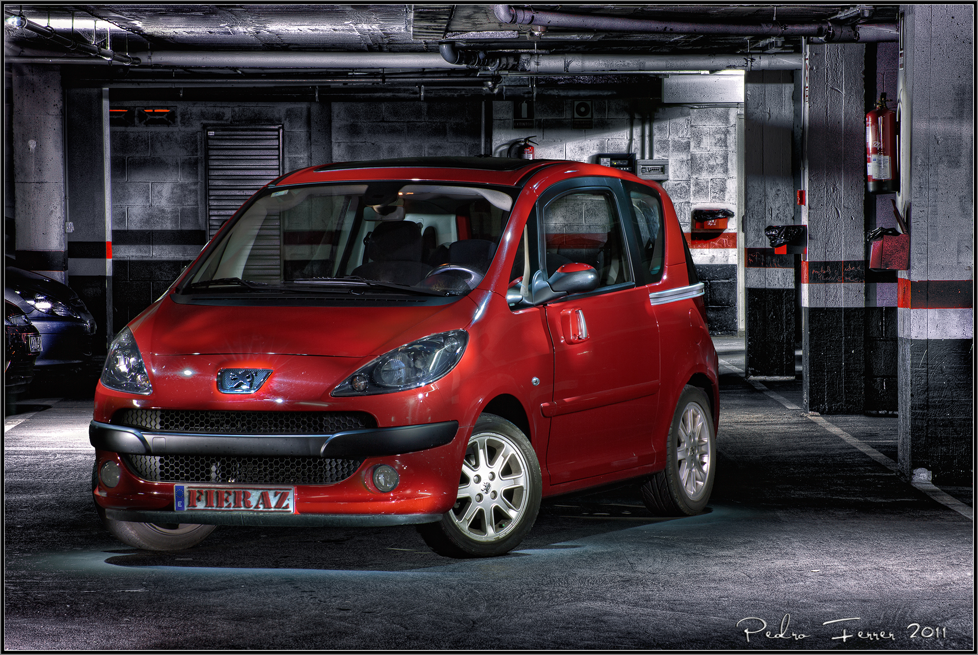 Coche en garaje auto design tech - Garaje de coches ...