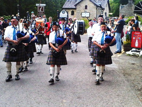 Callander Pipe Band at Killin