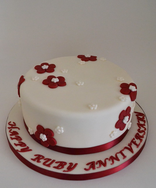 Cake Decorating Ideas For Ruby Wedding : Ruby Wedding Anniversary Cake Ruby Wedding cake. Vanilla ...