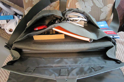 Scout Laptop Messenger by STM - interior