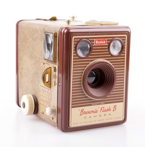 kodak brownie flash b camera the free camera encyclopedia. Black Bedroom Furniture Sets. Home Design Ideas