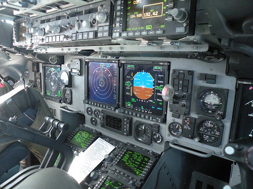 C-17 cockpit displays and controls