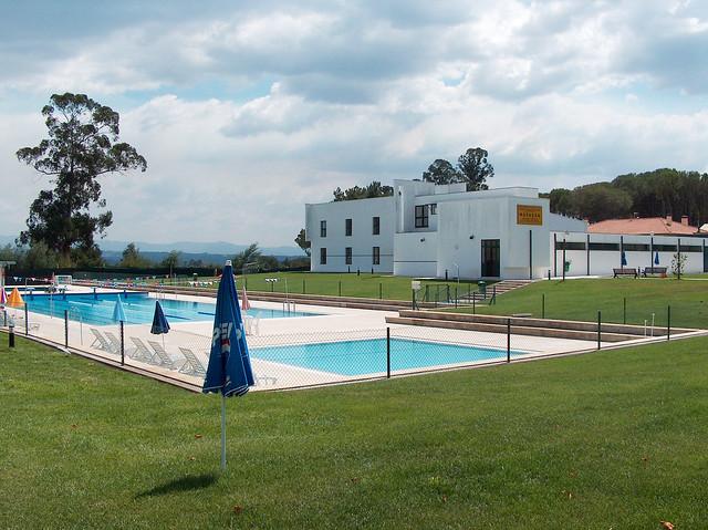 Piscinas municipais carregal do sal flickr photo sharing for Sal piscinas