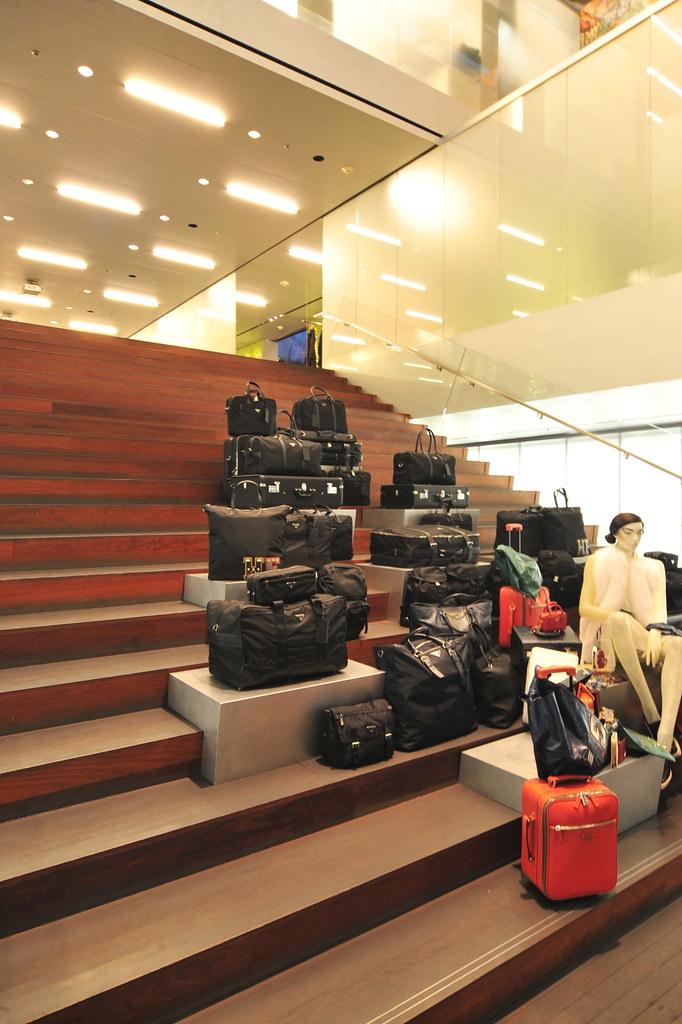 Rem Koolhaas - 比佛利普拉達旗艦店 Prada Epicenter 09.jpg