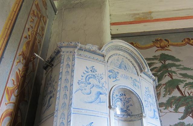 Kaakeliuuni Louhisaaressa, blue & white tiles