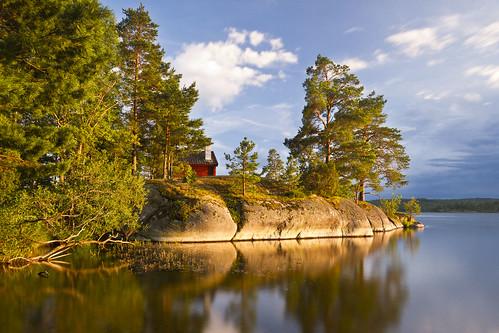lake water rock cabin sweden hunting sverige östergötland brokind jaktstugan viggeby canoneos7d ginordic1