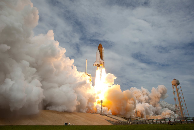 STS-135 Atlantis Launch (201107080028HQ)