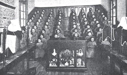 1900. Niñas del Colegio de la Paz