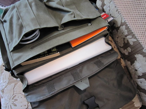Scout Laptop Messenger by STM - interior deux