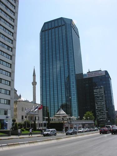 A két jóbarát: a dzsámi és a felhőkarcoló