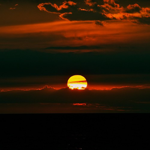 light sunset red summer vacation orange sun colors yellow night clouds spectacular square landscape evening tramonto darkness fav20 lakemichigan nikkor fav30 500v d300 500x500 blueribbonwinner fav10 juici nikkor70200f28 afsnikkor70200mmf28gedvrii mygearandme mygearandmepremium ssfmlm elmofoto lorenzomontezemolo