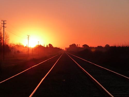 sunset tren atardecer ferrocarril vias funes paralelo diegostiefel