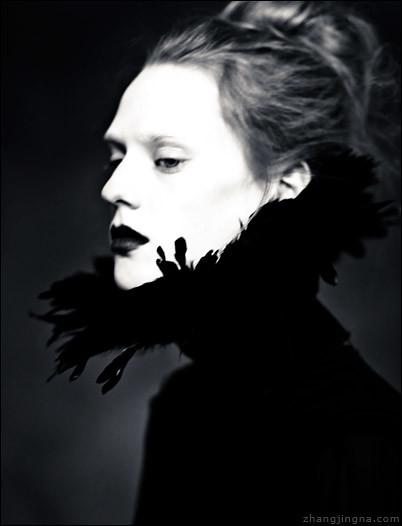 zemotion - Portrait of Solitude.