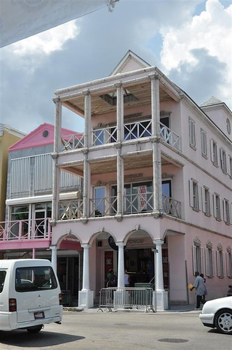 La arquitectura del downtown tiene muchas pinceladas británicas Bay Street y el downtown de Nassau, el corazón de Bahamas - 5967301542 f79d6c1496 - Bay Street y el downtown de Nassau, el corazón de Bahamas