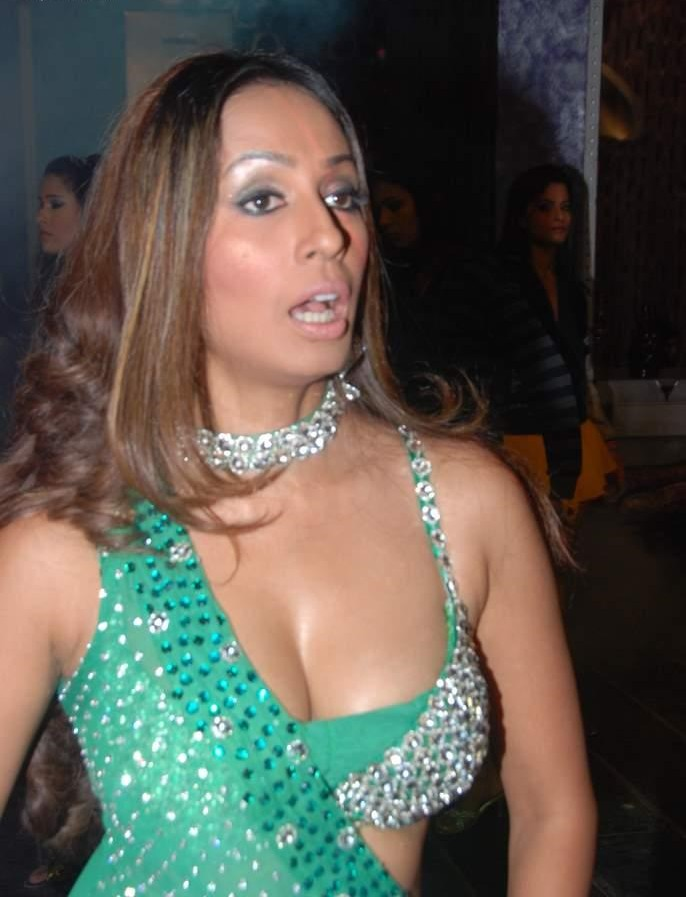 Kashmira Shah's LEAKED Photoshoot Video - BEHIND THE ...