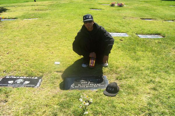 Easy E Funeral: Diggy Dre At Eazy-E's Grave