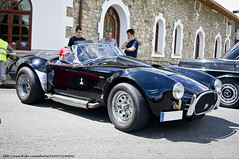 shelby daytona(0.0), supercar(0.0), race car(1.0), automobile(1.0), vehicle(1.0), automotive design(1.0), antique car(1.0), classic car(1.0), vintage car(1.0), land vehicle(1.0), ac cobra(1.0), sports car(1.0),