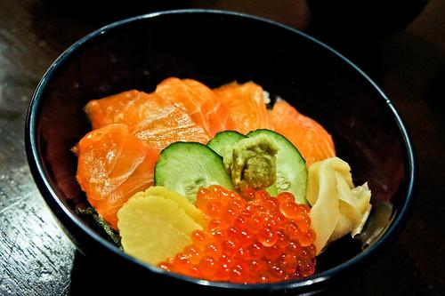 Rice bowl of fresh salmon and salmon roe