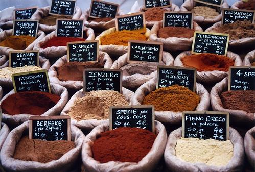 italy market spices pile heap fvg ud friuli accumulation udine 2011 friuliveneziagiulia nordest