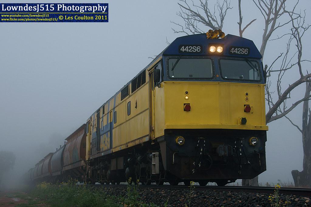 442S6 at Nooramunga by LowndesJ515