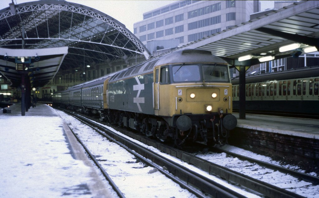 47 551 + EMU 7845 at London Victoria (winter 1987).