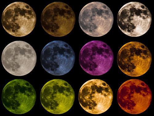 カラフルな月たち