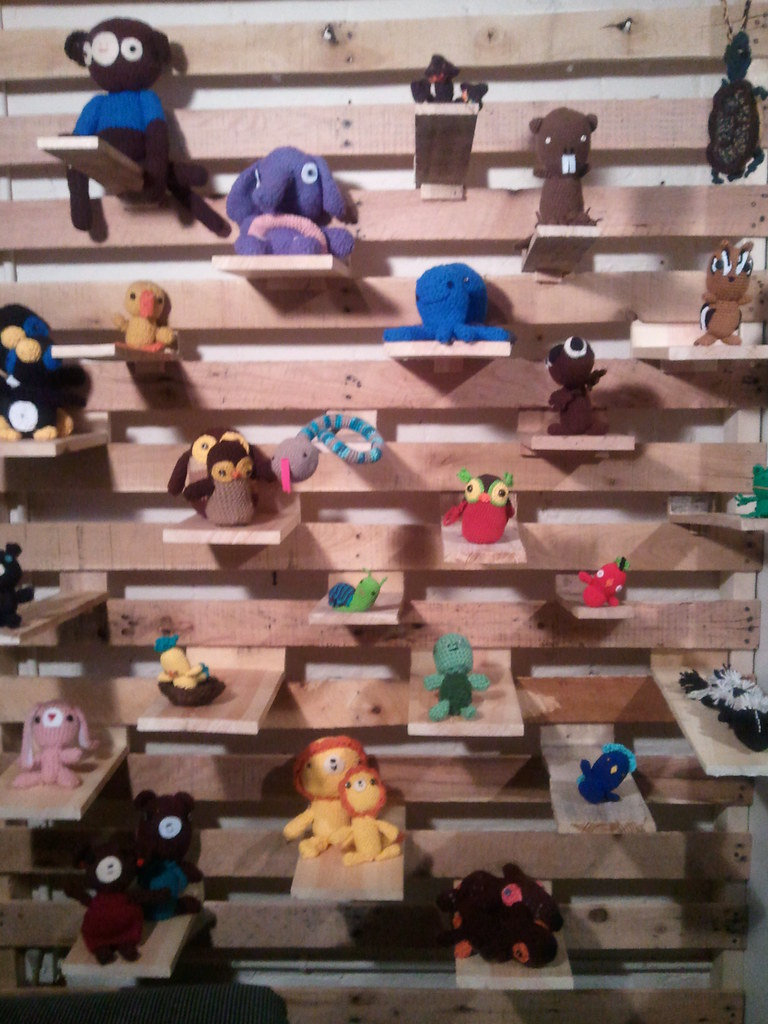 Amigurumi show at LOOK NOOK! With handmade slat pallet splalletwall™ by Madam Chino