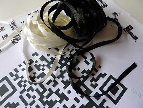 ribbon weave QR code
