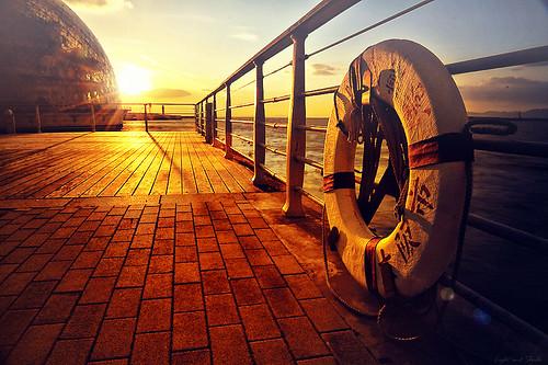 sunset sea sunlight reflection gold nikon osaka 2470mm d3s