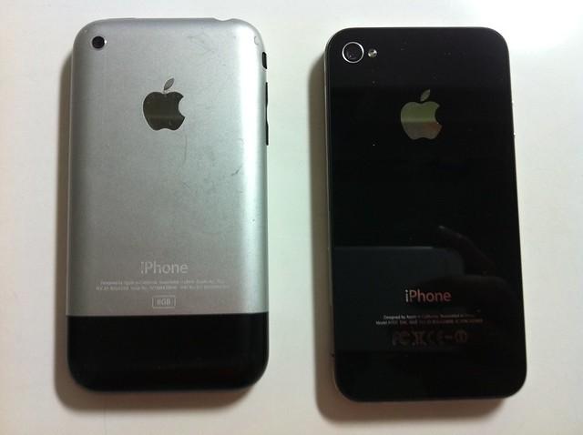 5942355348 d50e6a6b60 z jpgIphone 1 Vs Iphone 2