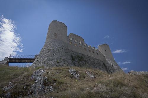 italy castle canon 1022 abruzzo roccacalascio ringexcellence