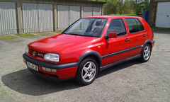 automobile(1.0), volkswagen(1.0), vehicle(1.0), volkswagen golf mk3(1.0), city car(1.0), land vehicle(1.0), hatchback(1.0), volkswagen golf(1.0),