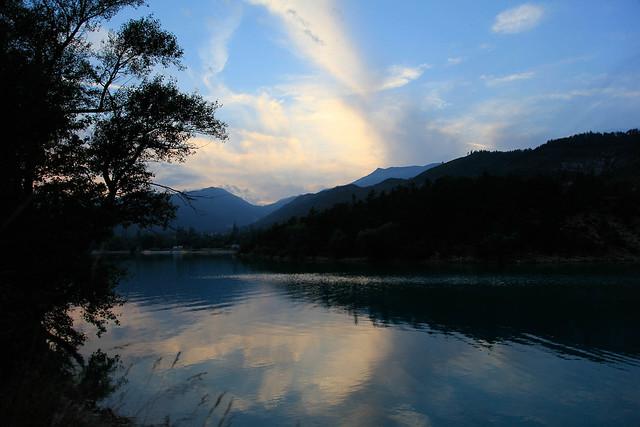 Cayak sur lac de castillon en soirée