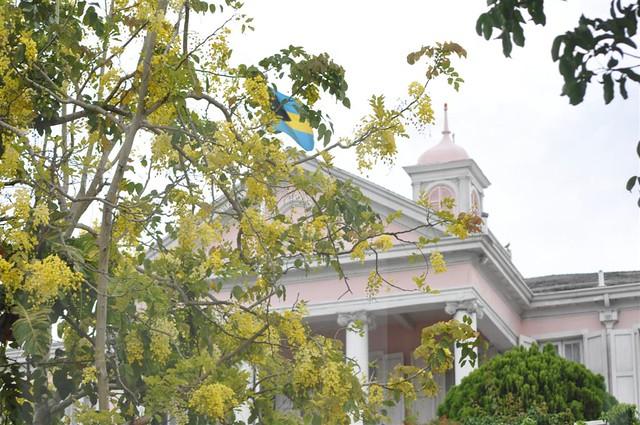 Casa del Gobernador de Bahamas, sin duda el edificio más bonito de todo el downtown Bay Street y el downtown de Nassau, el corazón de Bahamas - 5966752967 5e9d55b0e7 z - Bay Street y el downtown de Nassau, el corazón de Bahamas