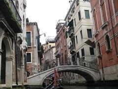 cityscape(0.0), alley(0.0), street(0.0), town(1.0), vehicle(1.0), gondola(1.0), canal(1.0), boat(1.0), neighbourhood(1.0), waterway(1.0),