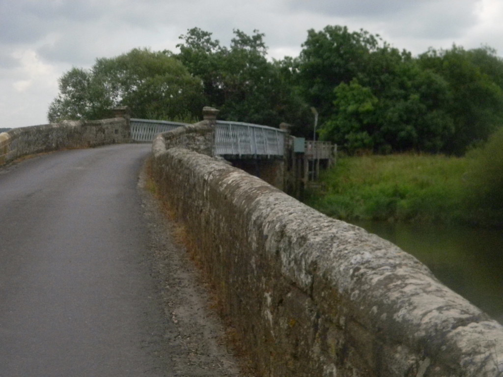 Old/new bridge Pulborough Circular