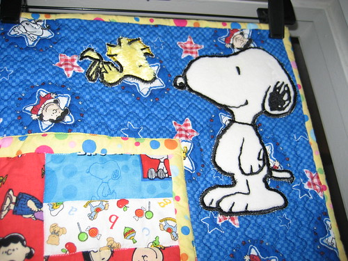 Applique Detail Snoopy Quilt