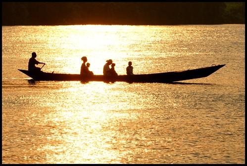 africa family sunset river native canoe ghana volta adome paulinuk99999 sal70400g