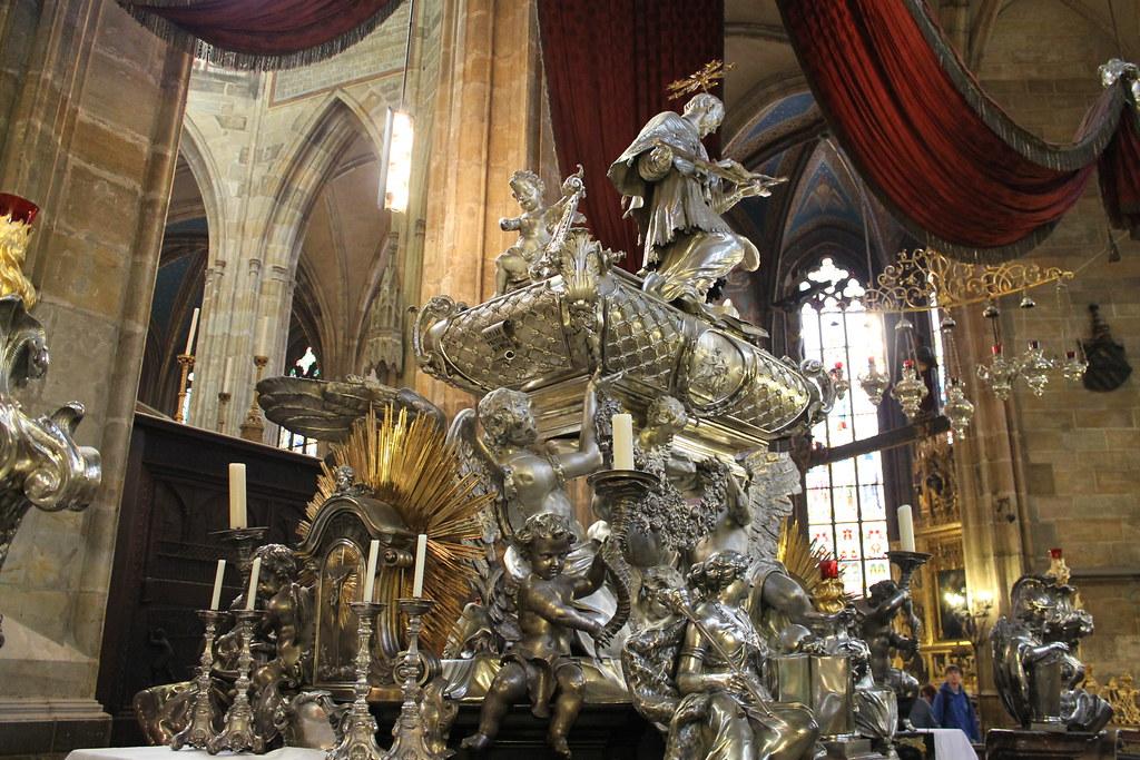 Autel à la mémoire de Saint Jean Népomucène, Cathédrale St Guy, Prague - Photo de El Padawan