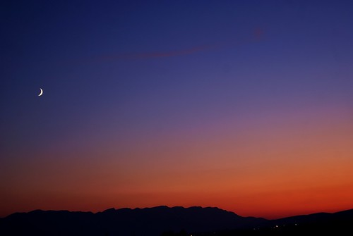 And... yes. New sunset with rising moon 00945e