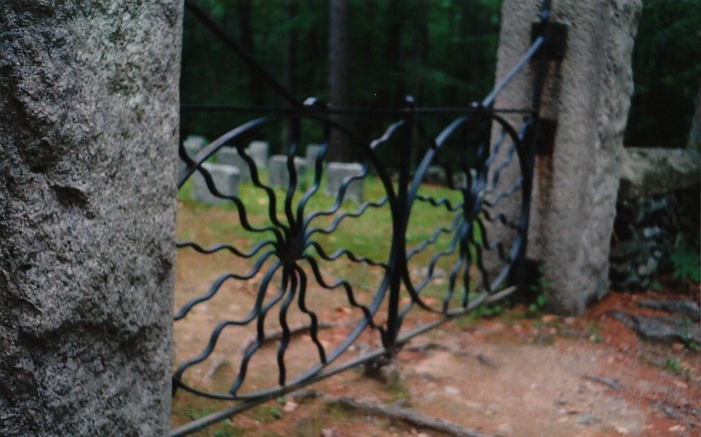 Cementerio de las puertas de arañas