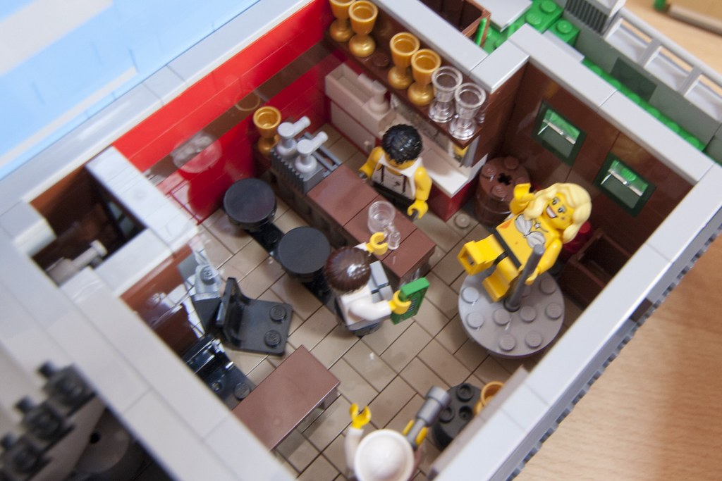 Красочная LEGO-улочка с магазинчиками : фото - LEPLAY