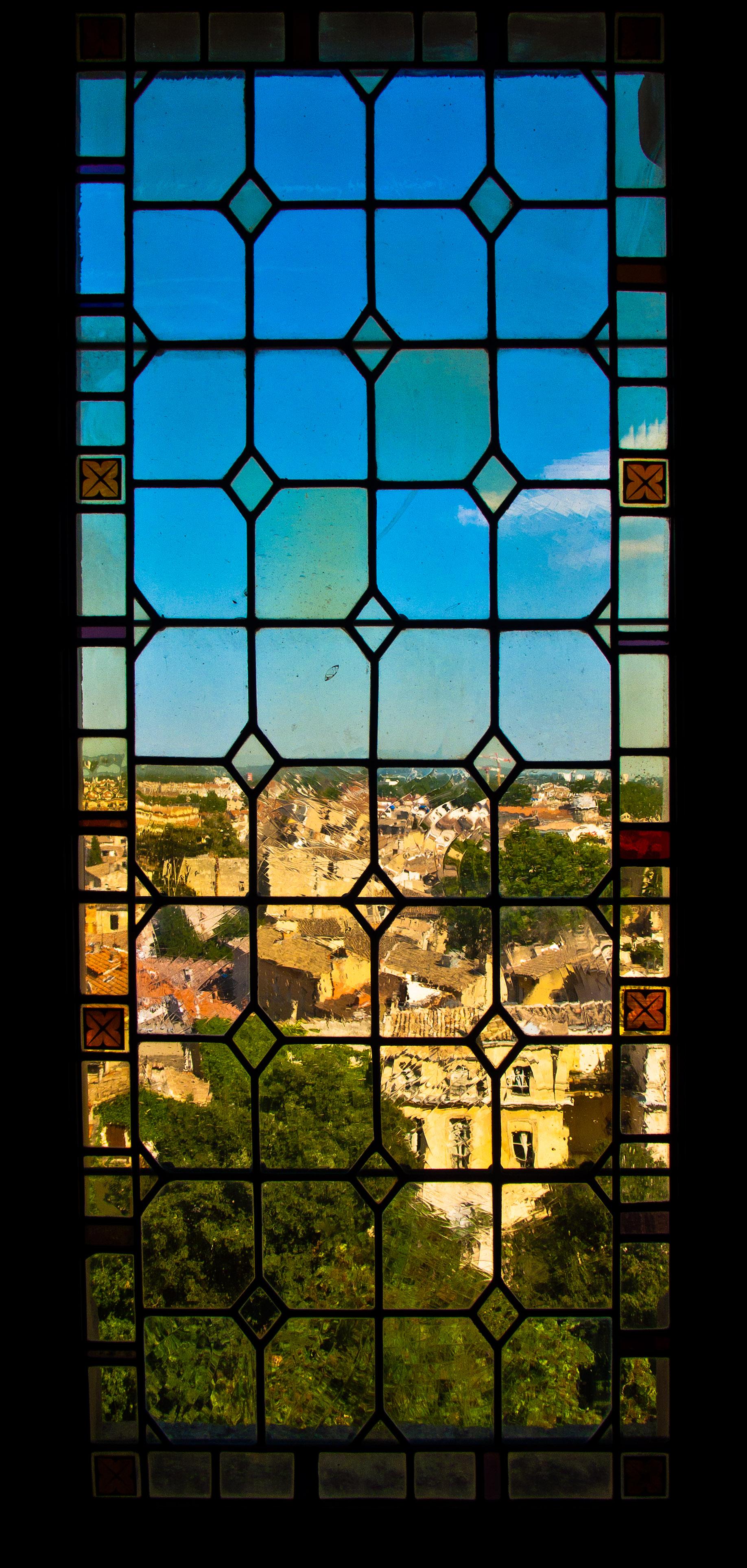 Ventana en el palacio de los papas vista de avignon a for Fenetre en vitrail