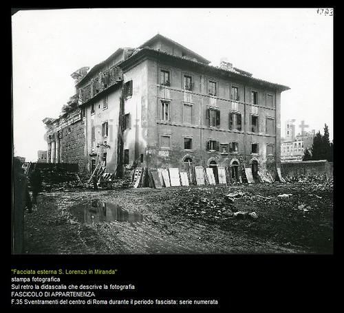 Rome - Temple of Peace: View of the demolition of the rear area of the Church of S. Lorenzo Miranda (early 1930s). ANTONIO CEDERNA, ARCHIVIO / FOTO, SSBAR (2011).