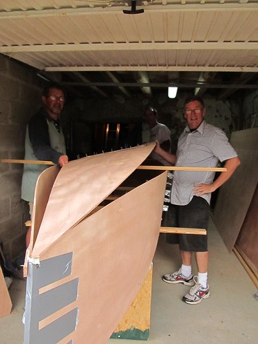 Putting the bottom of the quick to build plywood canoe - Quick Canoe by Storer boat Plans.