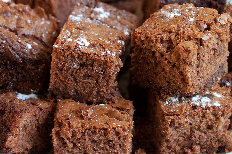 3 Guilt-Free Flourless Brownie Recipes All Chocolate Lovers Need