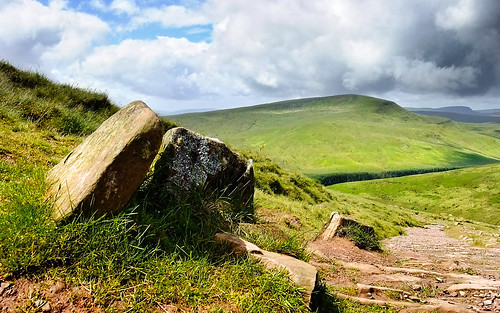 mountain june wales nationalpark spring sandstone rocks view path boulder breconbeacons valley lichen nationaltrust slope penyfan powys landcape fanfawr 2011 breconbeaconsnationalpark viewsfroma modrydd tylebrith