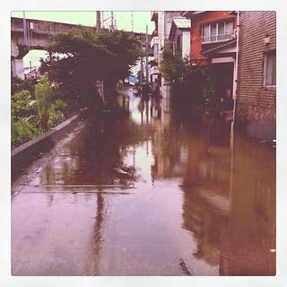 南町の柿川沿いは、まだ水が引いてない…