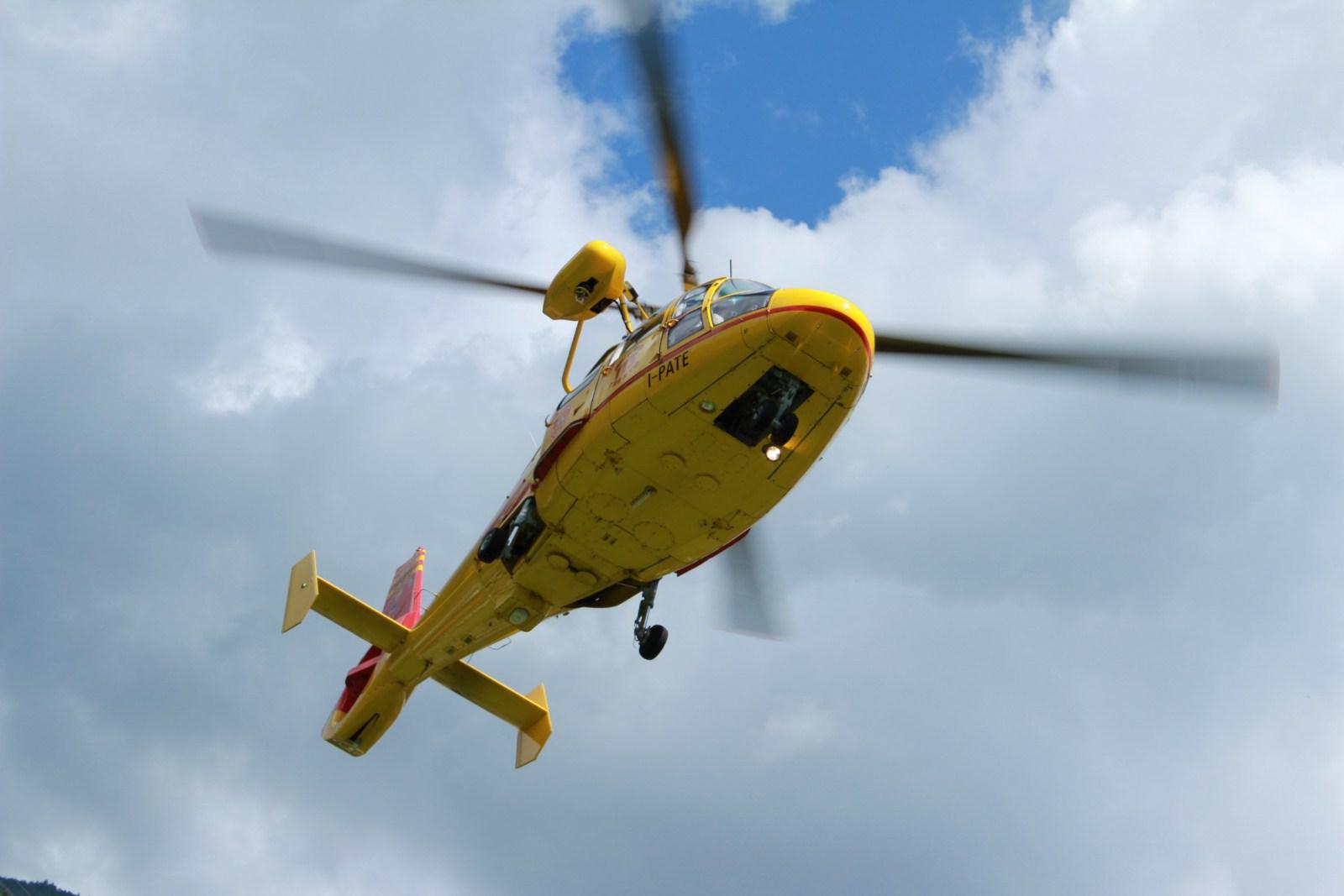 Elicottero Dat3 : Elicottero soccorso alpino flickr photo sharing
